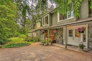 Photo 1: 385 IVOR Rd in Saanich: SW Prospect Lake House for sale (Saanich West)  : MLS®# 833827