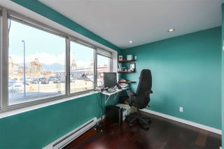 "Photo 19: 15 GORE Avenue in Vancouver: Strathcona Condo for sale in ""THE EDGE HARBOURFRONT LOFTS"" (Vancouver East)  : MLS®# R2528627"