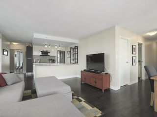 """Photo 5: 2109 788 HAMILTON Street in Vancouver: Downtown VW Condo for sale in """"TV Towers"""" (Vancouver West)  : MLS®# R2390365"""