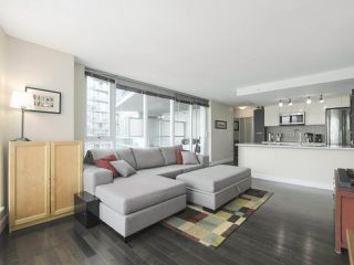 """Photo 2: 2109 788 HAMILTON Street in Vancouver: Downtown VW Condo for sale in """"TV Towers"""" (Vancouver West)  : MLS®# R2390365"""