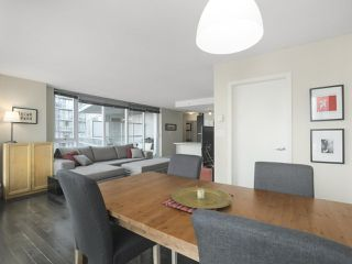 """Photo 6: 2109 788 HAMILTON Street in Vancouver: Downtown VW Condo for sale in """"TV Towers"""" (Vancouver West)  : MLS®# R2390365"""