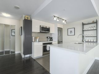 """Photo 8: 2109 788 HAMILTON Street in Vancouver: Downtown VW Condo for sale in """"TV Towers"""" (Vancouver West)  : MLS®# R2390365"""
