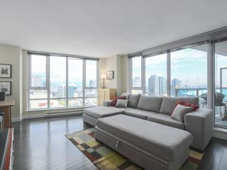 """Photo 3: 2109 788 HAMILTON Street in Vancouver: Downtown VW Condo for sale in """"TV Towers"""" (Vancouver West)  : MLS®# R2390365"""