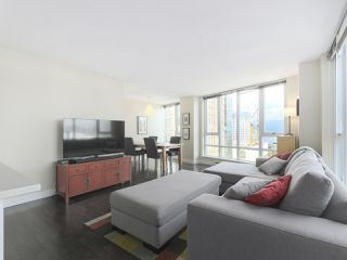 """Photo 4: 2109 788 HAMILTON Street in Vancouver: Downtown VW Condo for sale in """"TV Towers"""" (Vancouver West)  : MLS®# R2390365"""