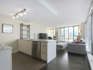 """Photo 9: 2109 788 HAMILTON Street in Vancouver: Downtown VW Condo for sale in """"TV Towers"""" (Vancouver West)  : MLS®# R2390365"""