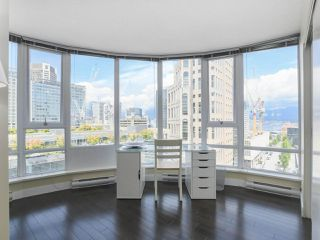 """Photo 14: 2109 788 HAMILTON Street in Vancouver: Downtown VW Condo for sale in """"TV Towers"""" (Vancouver West)  : MLS®# R2390365"""
