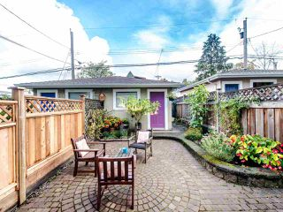 Photo 7: 2057 E 5TH Avenue in Vancouver: Grandview Woodland House 1/2 Duplex for sale (Vancouver East)  : MLS®# R2407601