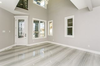 Photo 2: 1812 19 Avenue NW in Edmonton: Zone 30 House for sale : MLS®# E4201161