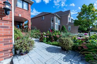 Photo 2: 5917 Greensboro Drive in Mississauga: Central Erin Mills House (2-Storey) for sale : MLS®# W4588271