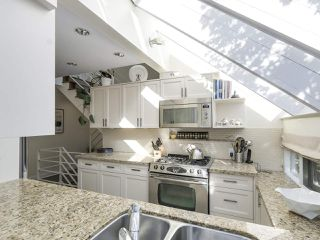 Photo 2: 1735 LARCH STREET in Vancouver: Kitsilano Townhouse for sale (Vancouver West)  : MLS®# R2330444