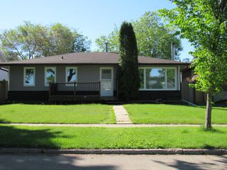 Photo 1: 10 Belmont Drive in St. Albert: House for rent