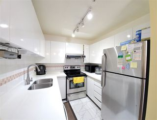 """Photo 7: 202 3680 RAE Avenue in Vancouver: Collingwood VE Condo for sale in """"RAE COURT"""" (Vancouver East)  : MLS®# R2506531"""