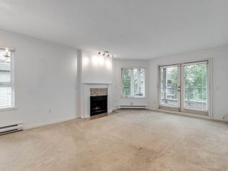 """Photo 2: 203 1535 CHESTERFIELD Avenue in North Vancouver: Central Lonsdale Condo for sale in """"KENSINGTON COURT"""" : MLS®# R2479537"""