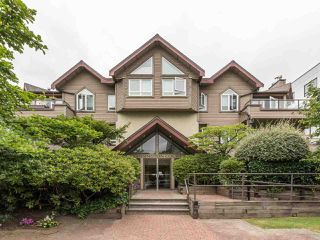 "Main Photo: 203 1535 CHESTERFIELD Avenue in North Vancouver: Central Lonsdale Condo for sale in ""KENSINGTON COURT"" : MLS®# R2479537"