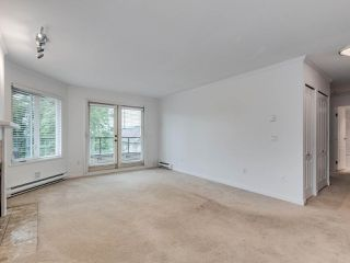 """Photo 3: 203 1535 CHESTERFIELD Avenue in North Vancouver: Central Lonsdale Condo for sale in """"KENSINGTON COURT"""" : MLS®# R2479537"""