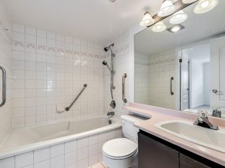 """Photo 17: 203 1535 CHESTERFIELD Avenue in North Vancouver: Central Lonsdale Condo for sale in """"KENSINGTON COURT"""" : MLS®# R2479537"""