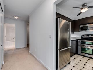 """Photo 10: 203 1535 CHESTERFIELD Avenue in North Vancouver: Central Lonsdale Condo for sale in """"KENSINGTON COURT"""" : MLS®# R2479537"""