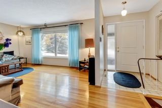 Photo 4: 120 Oakdale Place SW in Calgary: Oakridge Detached for sale : MLS®# A1043914
