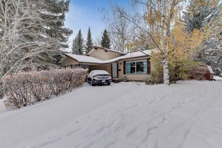 Photo 2: 120 Oakdale Place SW in Calgary: Oakridge Detached for sale : MLS®# A1043914