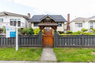 Main Photo: 2521 NAPIER Street in Vancouver: Renfrew VE House for sale (Vancouver East)  : MLS®# R2406106