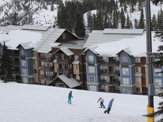Main Photo: 411 1280 Alpine Rd in COURTENAY: CV Mt Washington Condo for sale (Comox Valley)  : MLS®# 836054