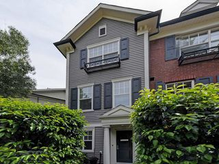 "Photo 1: 65 101 FRASER Street in Port Moody: Port Moody Centre Townhouse for sale in ""CORBEAU"" : MLS®# R2391678"