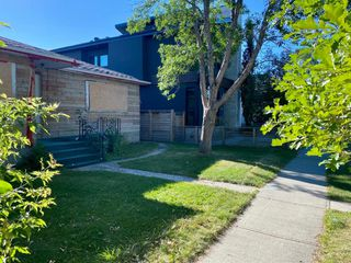 Photo 3: 320 11 Street NW in Calgary: Hillhurst Detached for sale : MLS®# A1026489
