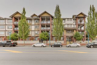 Photo 1: 440 5660 201A STREET in Langley: Langley City Condo for sale