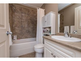 "Photo 18: 1 33321 GEORGE FERGUSON Way in Abbotsford: Central Abbotsford Townhouse for sale in ""Cedar Lane"" : MLS®# R2438184"