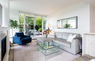 """Photo 2: 306 158 W 13TH Street in North Vancouver: Central Lonsdale Condo for sale in """"Vista Place"""" : MLS®# R2473450"""