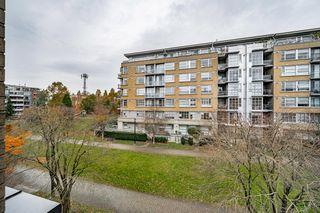 "Photo 15: 301 2175 SALAL Drive in Vancouver: Kitsilano Condo for sale in ""SAVONA"" (Vancouver West)  : MLS®# R2517640"