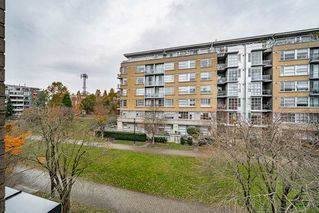 "Photo 25: 301 2175 SALAL Drive in Vancouver: Kitsilano Condo for sale in ""SAVONA"" (Vancouver West)  : MLS®# R2517640"