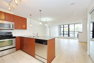 "Photo 3: 701 610 VICTORIA Street in New Westminster: Downtown NW Condo for sale in ""THE POINT"" : MLS®# R2392846"