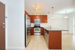 "Photo 5: 701 610 VICTORIA Street in New Westminster: Downtown NW Condo for sale in ""THE POINT"" : MLS®# R2392846"