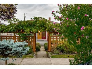Photo 2: 1414 E 60TH Avenue in Vancouver: Fraserview VE House for sale (Vancouver East)  : MLS®# R2396473