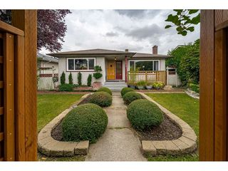 Photo 1: 1414 E 60TH Avenue in Vancouver: Fraserview VE House for sale (Vancouver East)  : MLS®# R2396473
