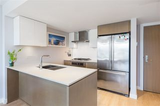 "Photo 4: 906 1618 QUEBEC Street in Vancouver: Mount Pleasant VE Condo for sale in ""CENTRAL"" (Vancouver East)  : MLS®# R2400058"