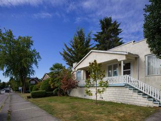 "Photo 3: 1155 MAPLE Street in Vancouver: Kitsilano Fourplex for sale in ""KITS POINT"" (Vancouver West)  : MLS®# R2456628"
