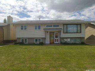 Photo 1: 225 Montreal Avenue South in Saskatoon: Meadowgreen Residential for sale : MLS®# SK813754