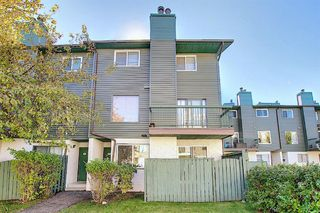 Photo 2: 48 2511 38 Street NE in Calgary: Rundle Row/Townhouse for sale : MLS®# A1036999