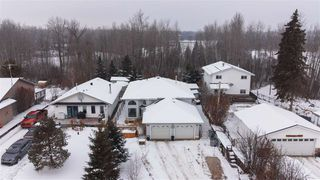 Photo 1: 318 Smith Crescent: Rural Parkland County House for sale : MLS®# E4221163