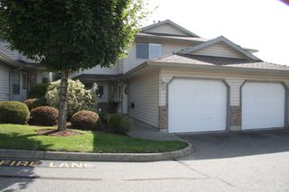 Photo 1: 16 2023 Winfield Drive in Abbotsford: Townhouse for sale : MLS®# R2408682