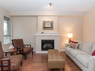 """Photo 3: 101 2738 158 Street in Surrey: Grandview Surrey Townhouse for sale in """"Cathedral Grove"""" (South Surrey White Rock)  : MLS®# R2414064"""