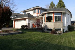 Photo 1: 19624 SOMERSET Drive in Pitt Meadows: Mid Meadows House for sale : MLS®# R2418234