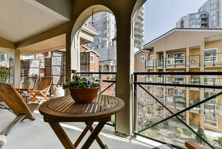 "Photo 14: 304 3 RENAISSANCE Square in New Westminster: Quay Condo for sale in ""The Lido"" : MLS®# R2445388"