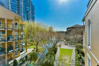 "Photo 16: 304 3 RENAISSANCE Square in New Westminster: Quay Condo for sale in ""The Lido"" : MLS®# R2445388"