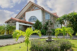 Photo 1: Beautiful Home for Sale in Panama