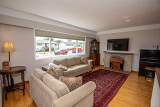 Photo 4: 1700 Sheridan Ave in : SE Mt Tolmie House for sale (Saanich East)  : MLS®# 853772