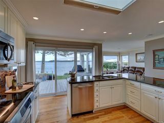 Photo 7: 8585 Lochside Dr in : NS Bazan Bay House for sale (North Saanich)  : MLS®# 860616