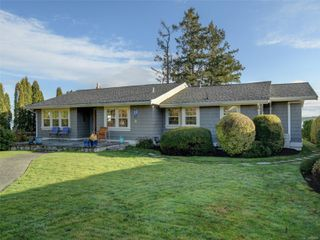 Photo 2: 8585 Lochside Dr in : NS Bazan Bay House for sale (North Saanich)  : MLS®# 860616